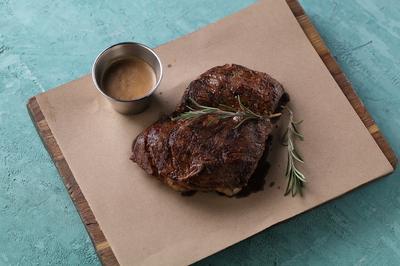 Мачетте стейк с перечным соусом