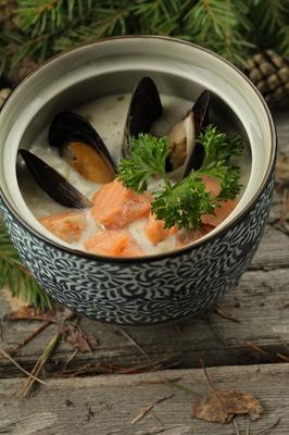 Суп с морепродуктами и лососем