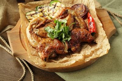 Цыпленок табака с овощами гриль