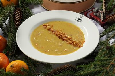 Суп чечевичный с беконом и луком фри