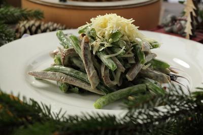 Салат из зеленой фасоли с языком под соусом васаби