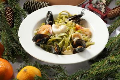 Тальятелле со шпинатом и морепродуктами