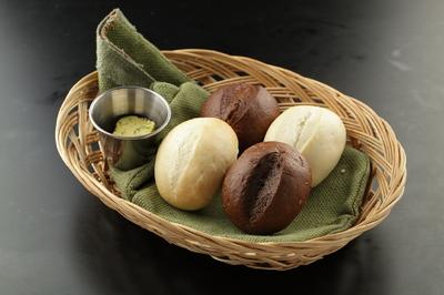 Ассорти хлебное с чесночным маслом