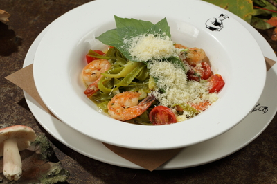 Тальятелле со шпинатом и креветками