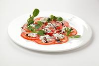 Салат с домашней моцареллой