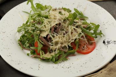 Острый салат с языком