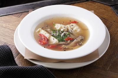 Китайский суп с креветочными гедзэ